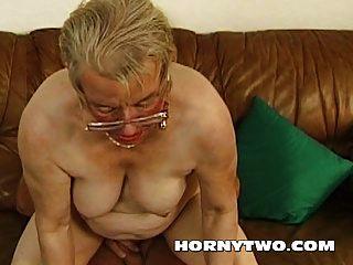 nass mollig Oma alt Pussy ficken jüngerer Junge glücklich für