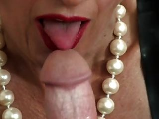 dominante reife Frau Handjob