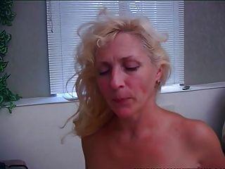 alte \u0026 junge Mutter weckt Stiefsohn mit einem Blowjob