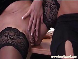 Ich bin durchbohrt MILF Marina mit schweren Piercings in Nips Pussy