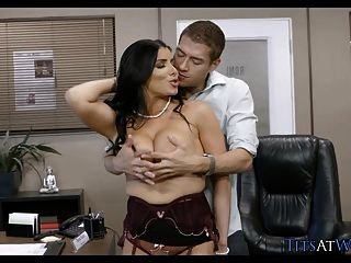 Chef mit großen Titten bekommt, was sie will
