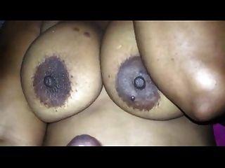 cumshoot auf dicke Titten
