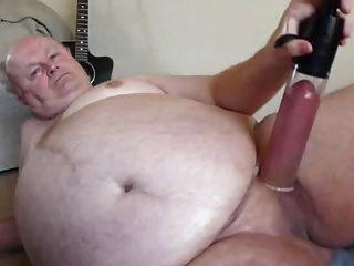 sexy Opa Pumpenschwanz vor der Kamera