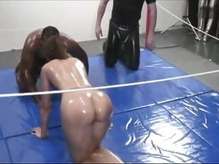 Mixed-Oil-Wrestling-Meisterschaftsspiel