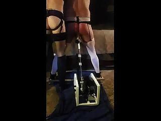 dominante Frau bestraft Ehemann mit Fickmaschine