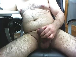 reifer Mann masturbiert 2