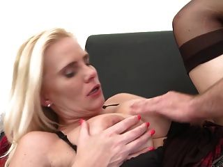 sexy reife Mutter verführen jungen Kerl