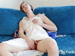 Süsse Carmen masturbieren Upskirt