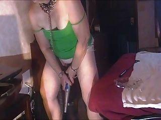 66 Jahre alte Sub Linda fickt Flasche und Baseballschläger