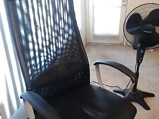 Super nettes junges Mädchen Idioten und Cums vor der Webcam