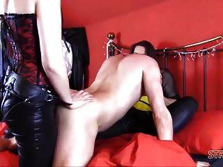 harter Doppel Dom Spitroast anal Fick mit großen Strapon Schwänze