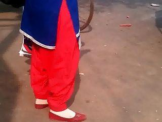 Desi Tante in Salwar heiß