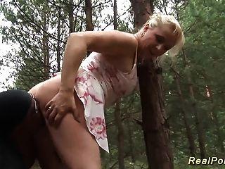vollbusige deutsche Stiefmutter schwarzen Schwanz knallte