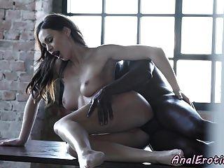 eurobabe anal mit schwarzem Schwanz gefickt