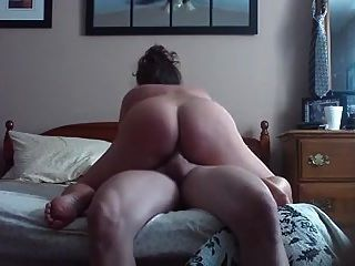 Hausfrau am Morgen Reiten