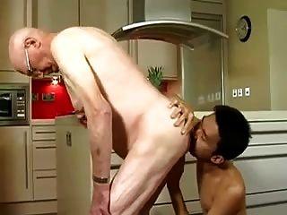 Alter Mann von asiatischen Twink gefickt
