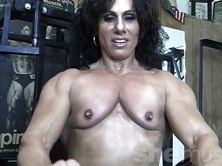 annie rivieccio nackt im Fitnessstudio