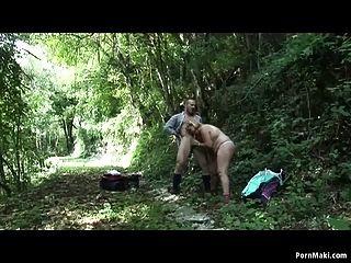 bbw Oma wird im Wald gefickt