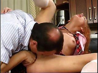 stp1 Papa prüft ihre Schularbeit und sie gibt ihm einen Fick!