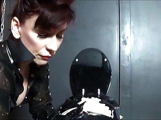 Madame C spielt mit Gummipuppe Angelicbella