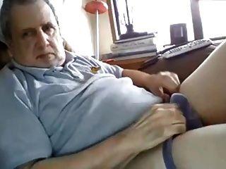 Opa hat einen fetten Schwanz