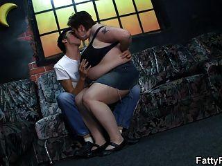 fettes Mädchen reitet seinen geilen boner