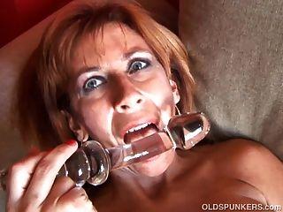 super sexy alte Spunker liebt es, ihre durchnässt Pussy ficken