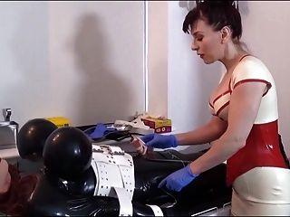 scharlachrote Harlot-Klinik 3