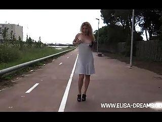 nackt in der Öffentlichkeit in Spanien blinken