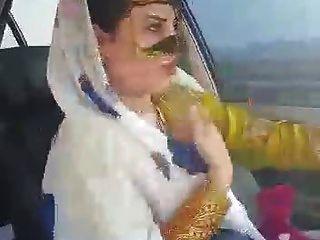 iranische sexy hijab milf tanzen im Auto ahvaz Stadt