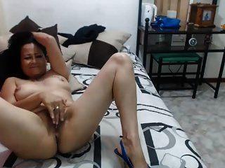 heiße 50 Jahre alte Latina MILF Oma necken vor der Webcam