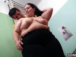 big butt Fett Brünette Mädchen reitet dicken Schwanz