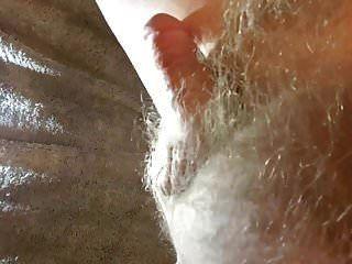 Der haarige kleine Penis wird entladen!