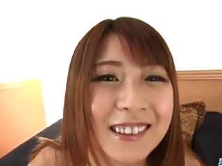 Amateur Teen, Hitomi Kitagawa, saugt und reitet Hahn in POV