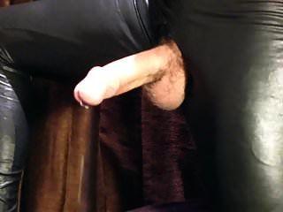 HD Riesenschwanz Hände geben großes Sperma in glänzenden Leggings frei