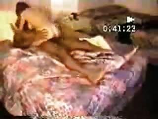 Frau betrügt mit schwarzem Stier