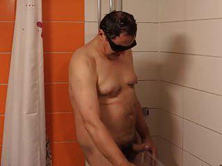 Ich bin im Duschraum