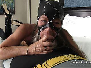 Catwoman lässt Batballs ab