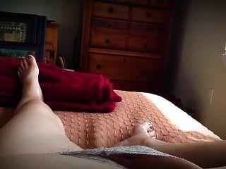 allein im Schlafzimmer