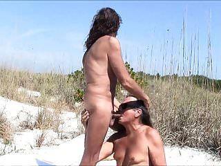 Jamie saugt michelle am Strand!
