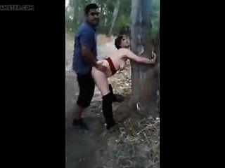 Gebundenes Mädchen wird gefickt