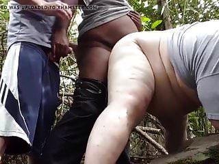 ein Schwarzer bringt mich in den Wald