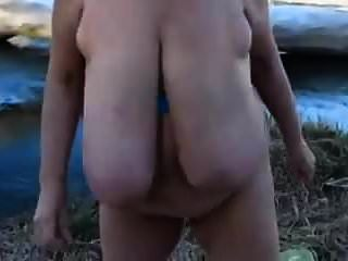 Große schwingende Saggy-Titten