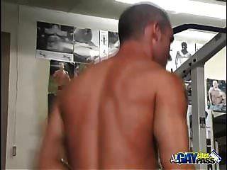 Dreier Oral Action im Fitnessstudio