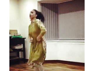 uk pakistanisch uni girl dance nicht nackt traditionell nicht nackt