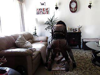 Sissy Training mit einem Strapon ...
