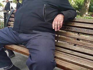 reiner türkischer Opa in der Öffentlichkeit