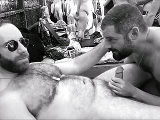 Johnbear wird auf einer Poolparty gefickt