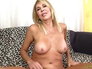reife blonde erica lauren zeigt ihre muschi und fickt