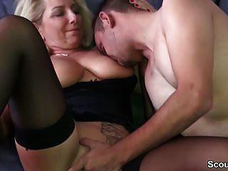 geile milf mit dicken titten entjungfert den jungen user